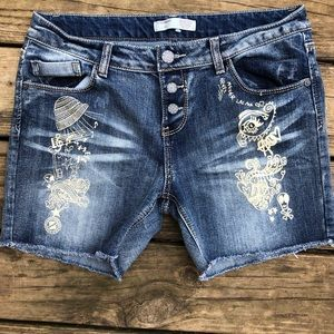 No Boundaries whimsical print jean shorts size 13
